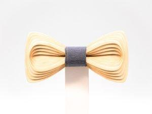 SÖÖR Antero neckwear in birch. A hand made wooden bowtie for men