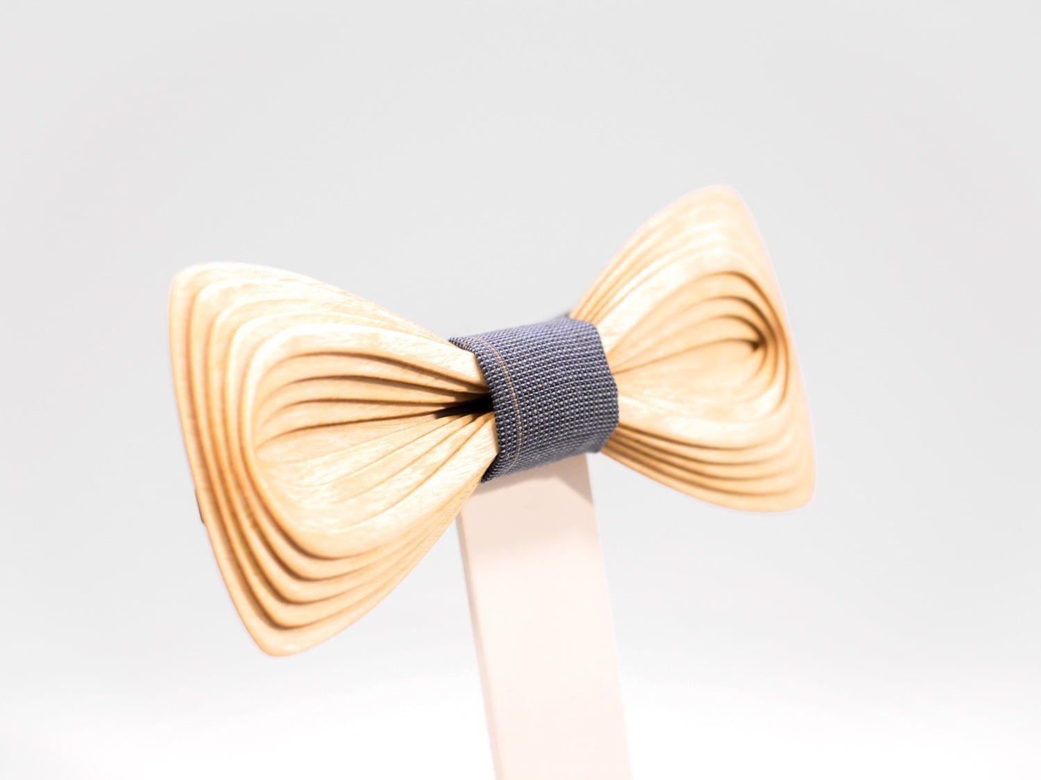 SÖÖR Antero neckwear in birch. A unique wooden bowtie for men