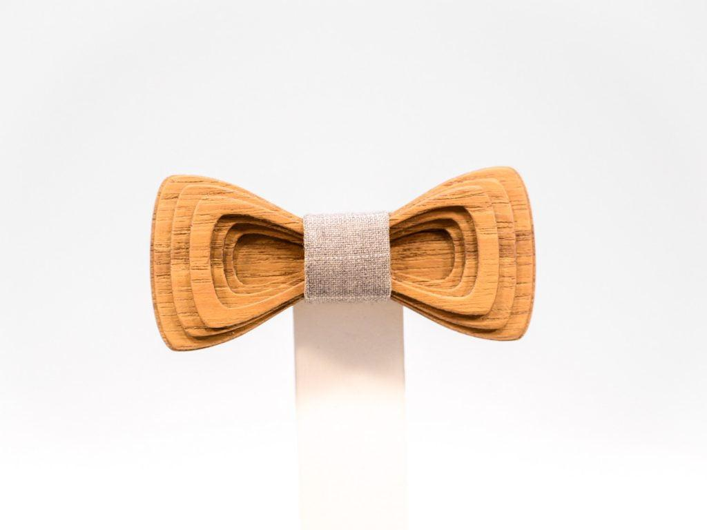 Jr. SÖÖR Antero neckwear in teak. A unique wooden bowtie