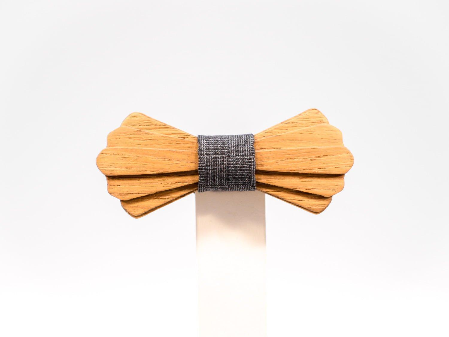 Jr. SÖÖR Elias neckwear in teak with dark grey fabric. A unique wooden bowtie