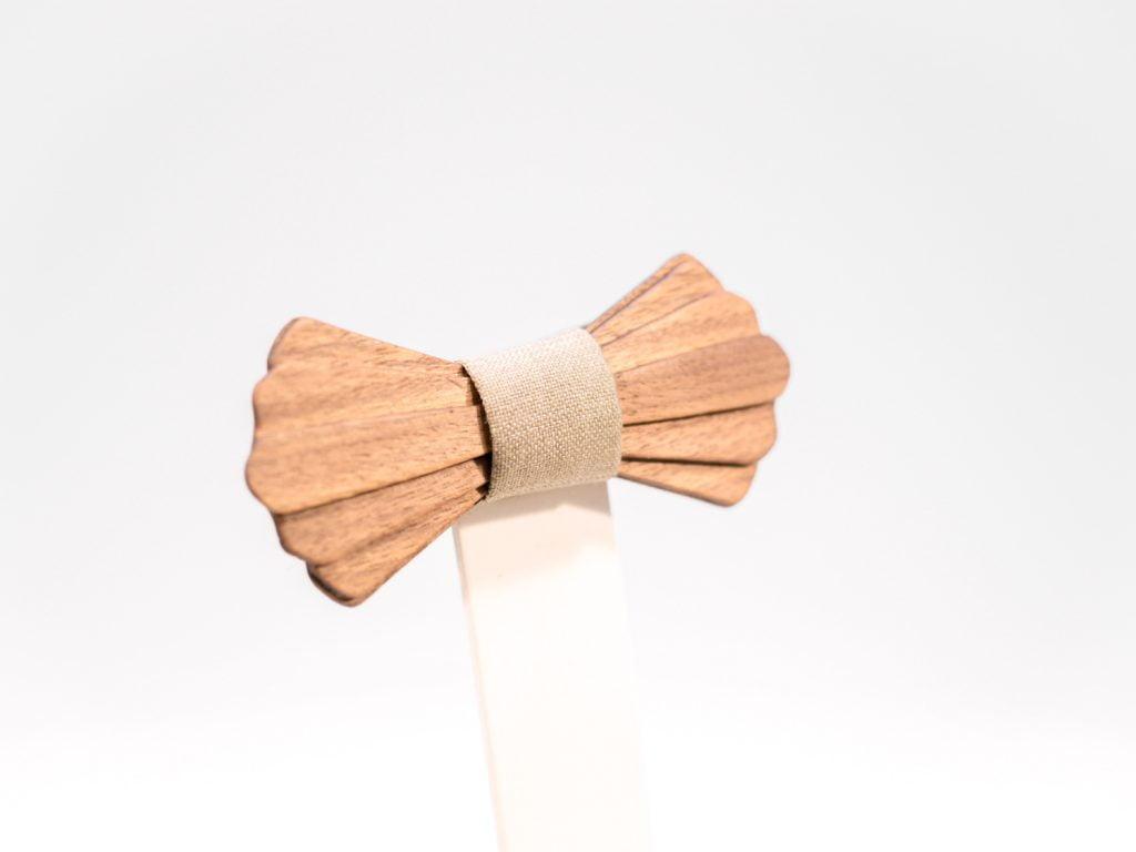 Jr. SÖÖR Elias neckwear. A unique wooden bowtie