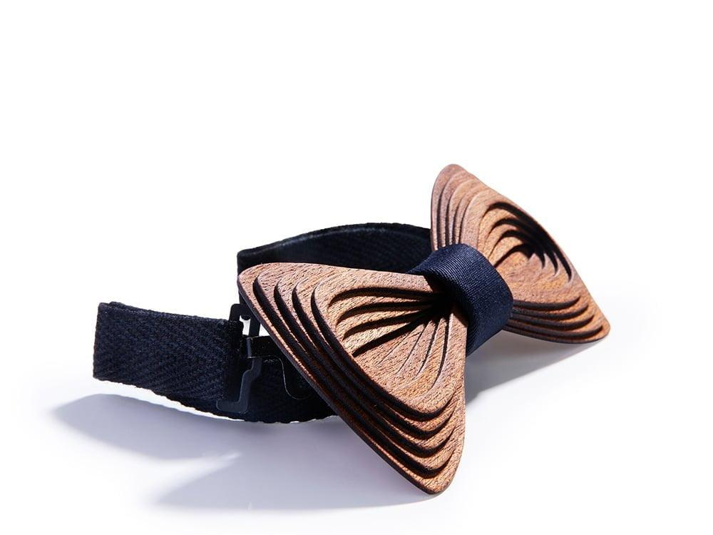 Designer bow tie. SÖÖR Antero Mahogany Black wooden bow tie.