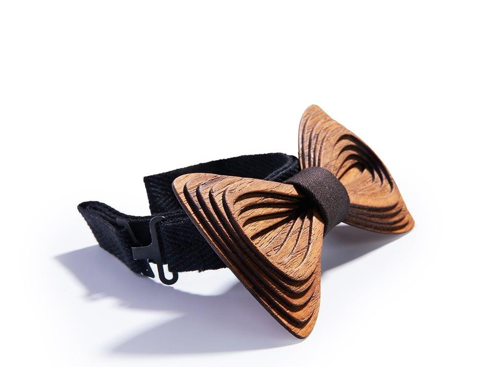 Designer bow tie. SÖÖR Antero Teak Dark Brown wooden bow tie