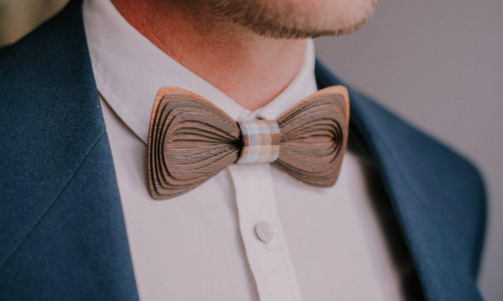 Wooden bow tie - how to tie a bow tie