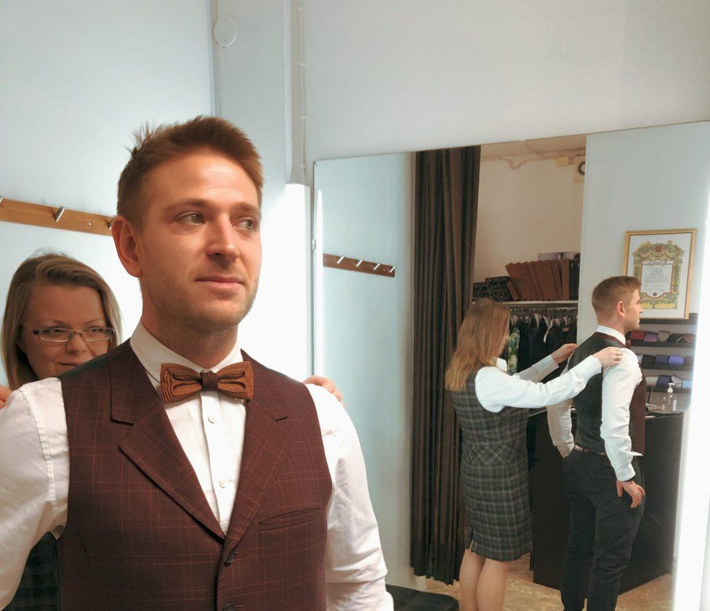 Tailor made wooden bow tie. SÖÖR neckwear by Hermandia